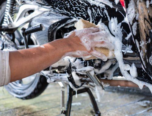 Glänzender Saisonstart: Die optimale Reinigung und Pflege Ihres 125ers